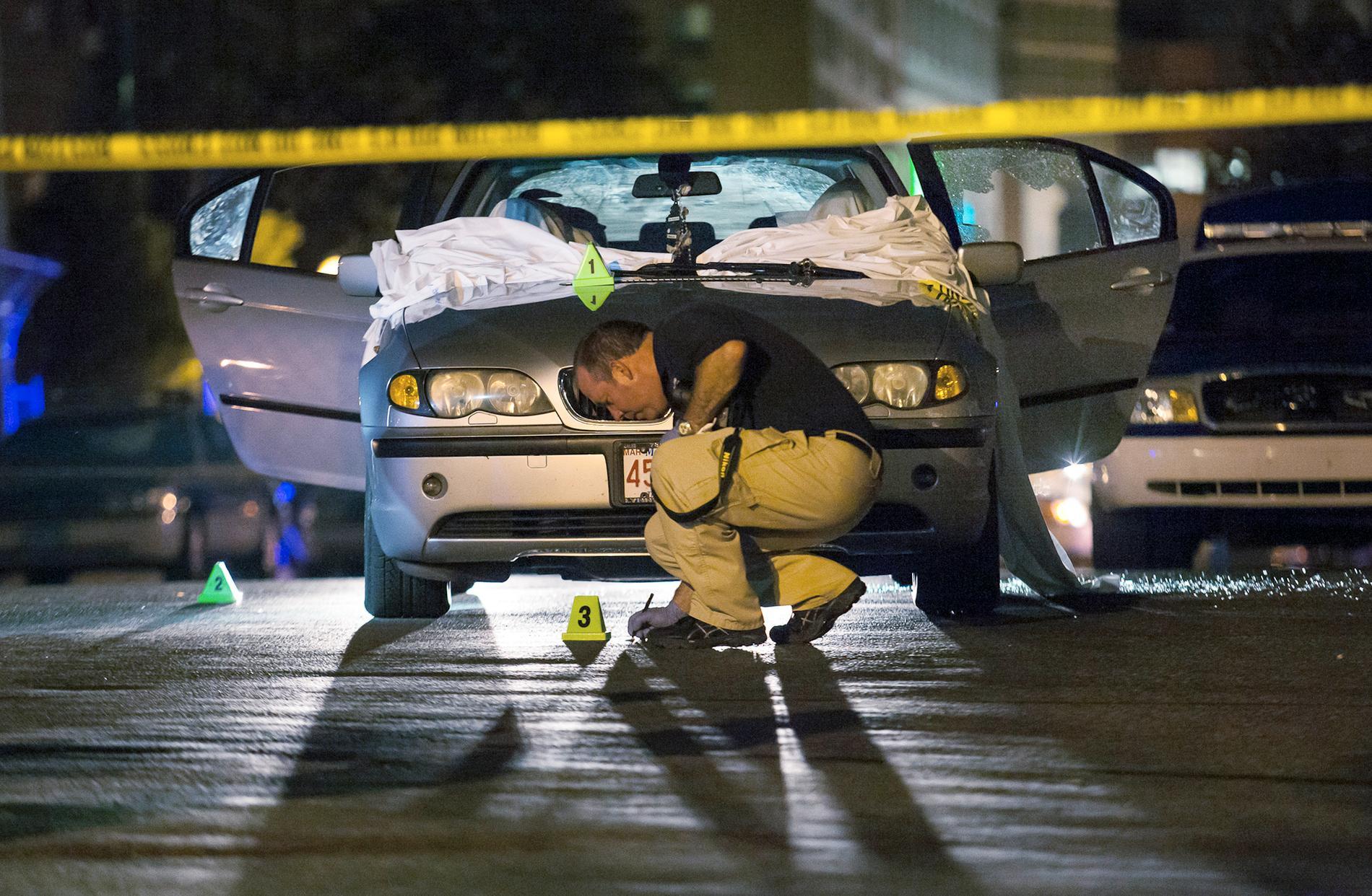 Aaron Hernandez pekades ut för dubbelmordet på Daniel de Abreu och Safiro Furtado i Boston 2012.