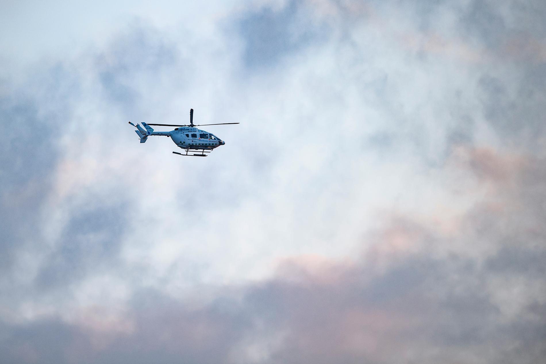 En person har förts med ambulanshelikopter till sjukhus efter ett drunkningstillbud. Arkivbild.