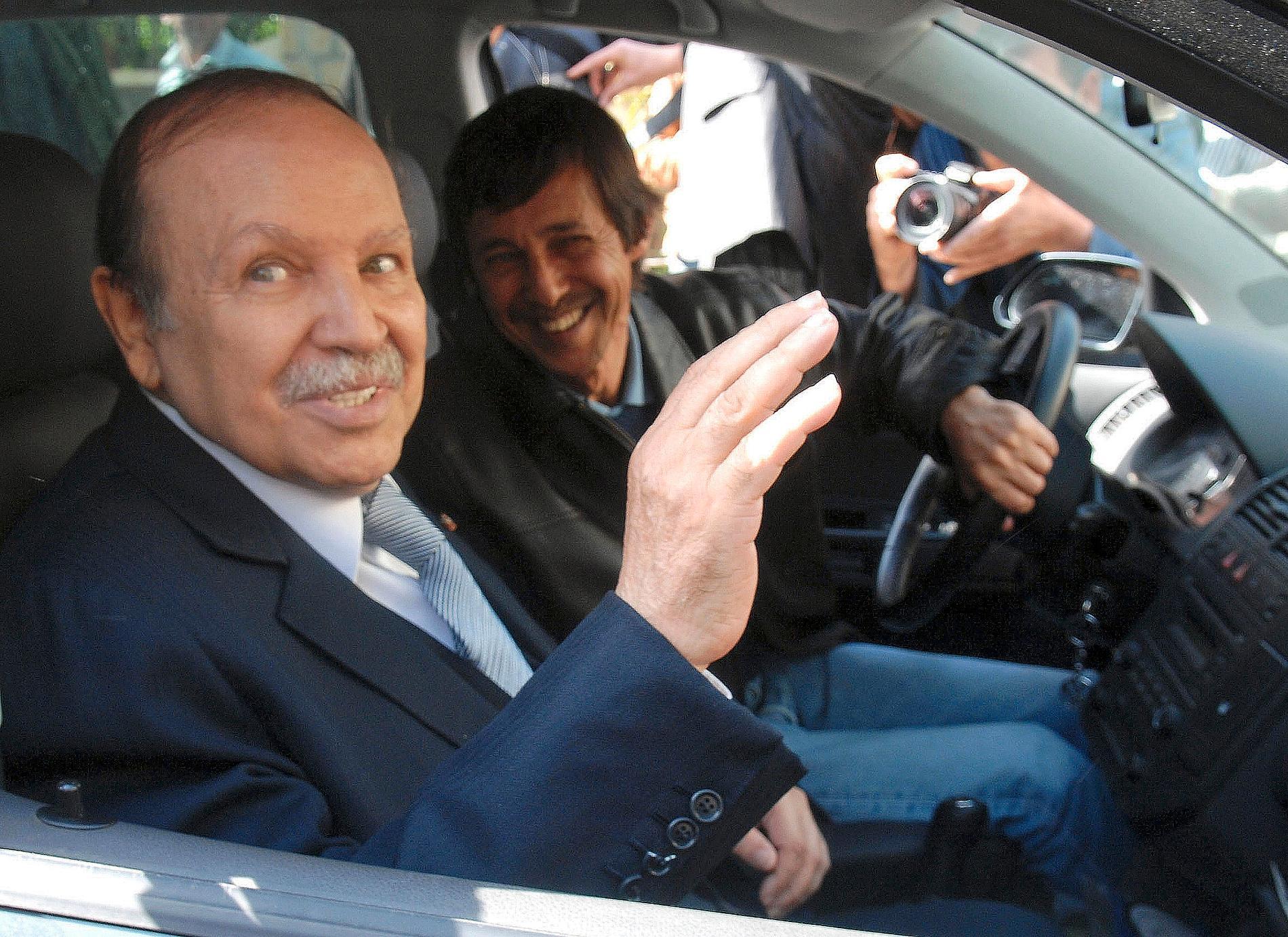 Abdelaziz Bouteflika (till vänster), som var president i Algeriet i 20 år, avled i fredags, 84 år gammal. Arkivbild.