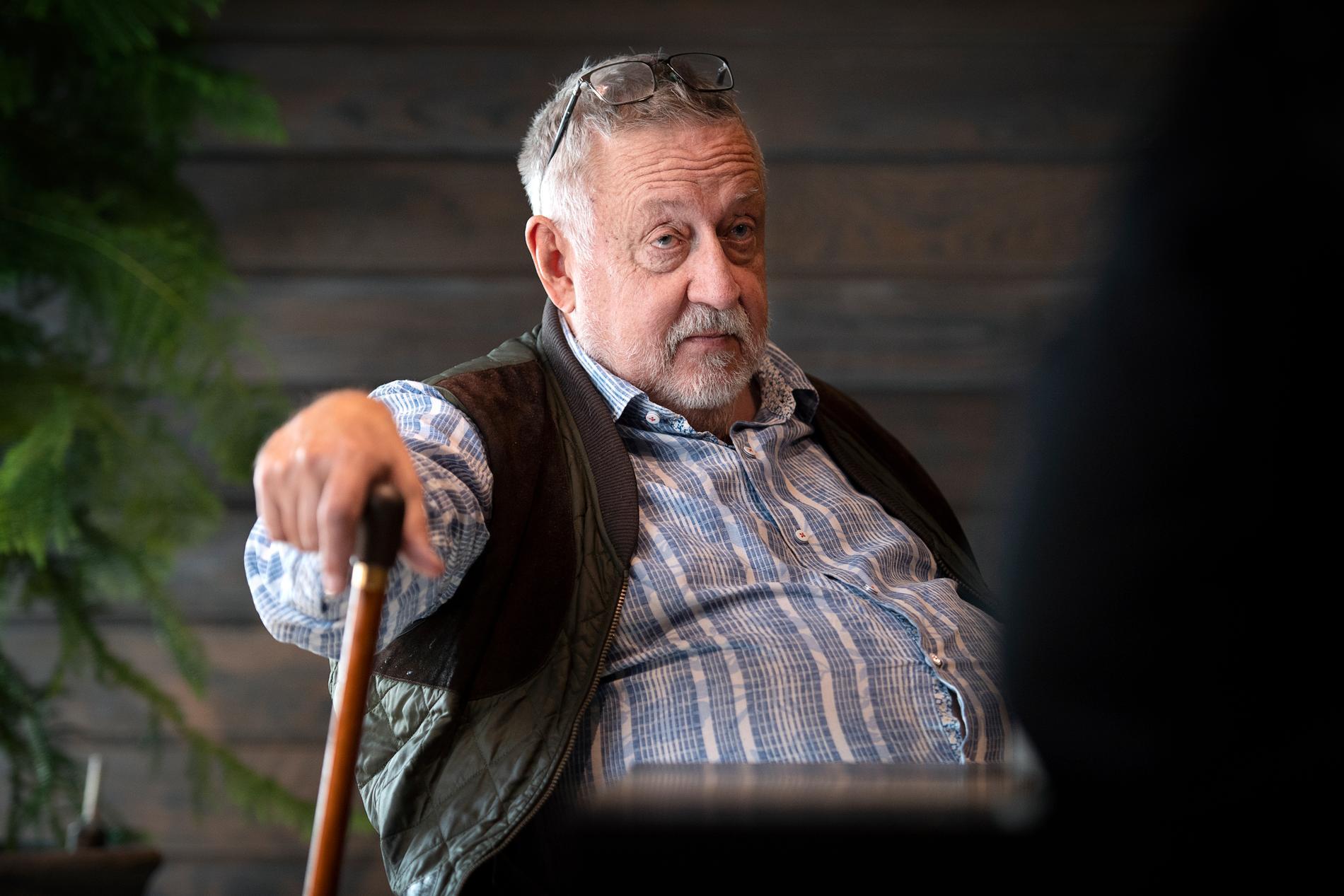 Polisprofessorn Leif GW Persson avråder Kaj Linna från att gå in hårt i Hyperfund.