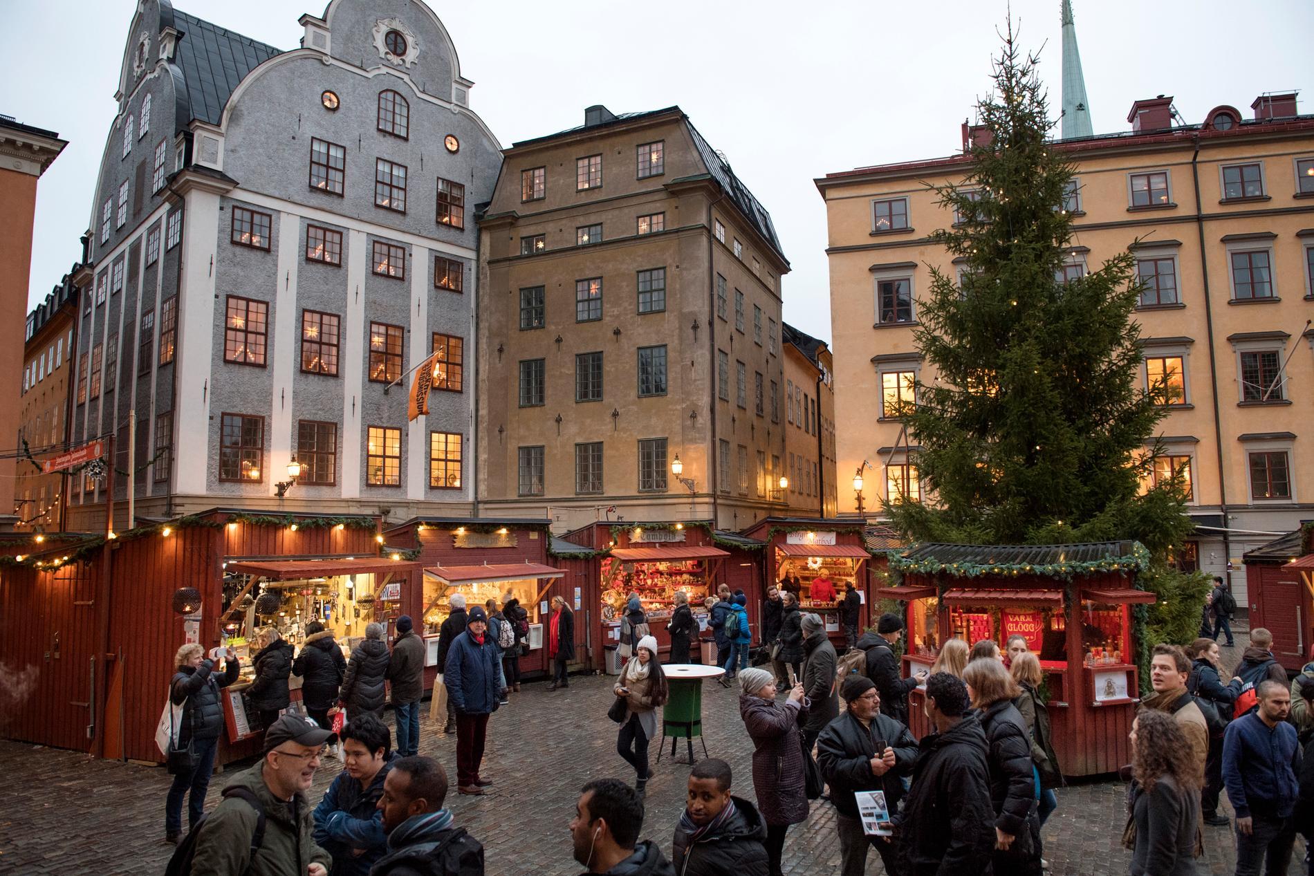 På Stortorget i Gamla stan har en julmarknad anordnats länge.