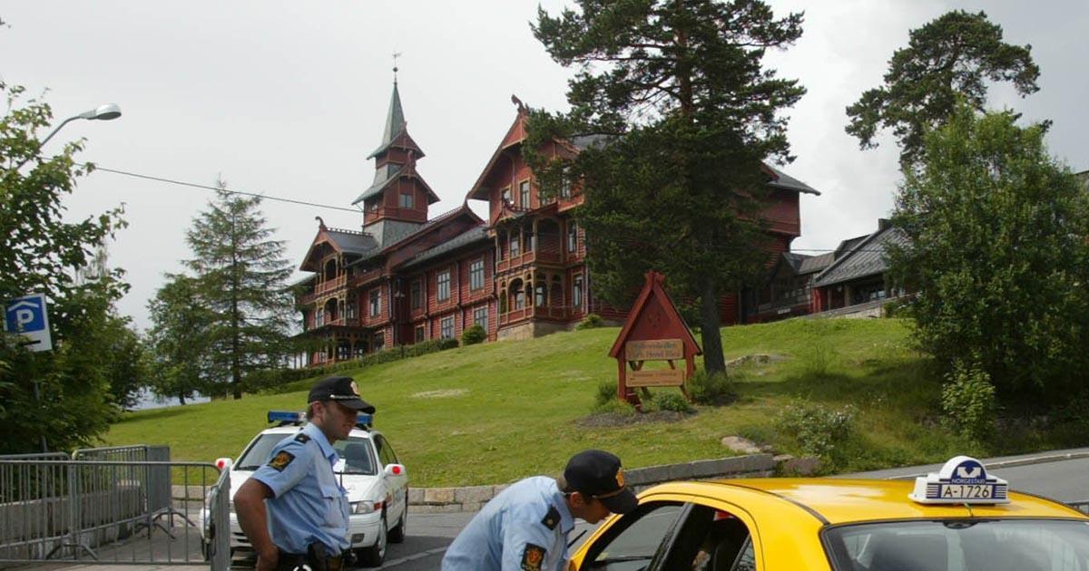 Festen hölls på Holmenkollen Park hotell.