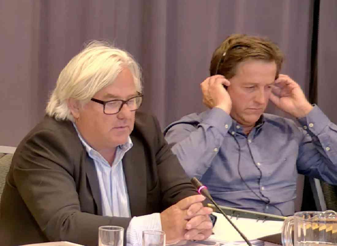 Staffan Uvabäck och Fabrice Souloy under förhandlingarna.