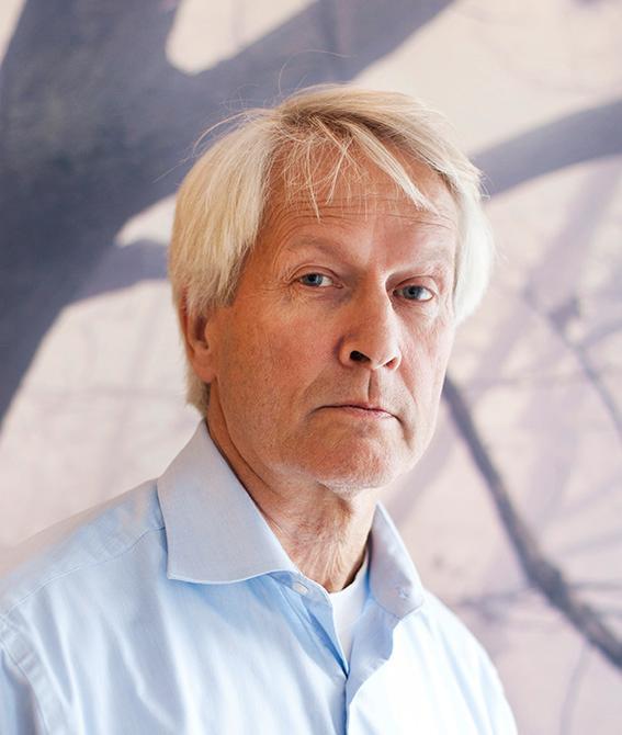 Per Molander är fristående författare och samhällsdebattör, med en lång karriär inom offentlig förvaltning bakom sig.