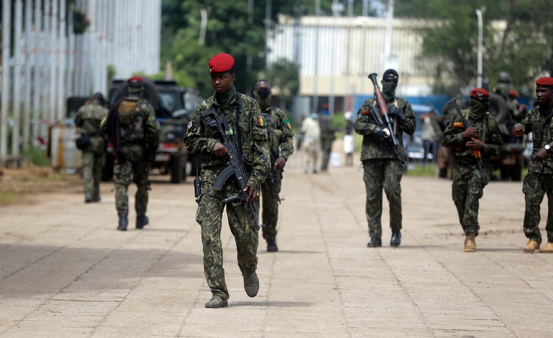 Soldater patrullerar Guineas huvudstad Conakry, bild från förra veckan.