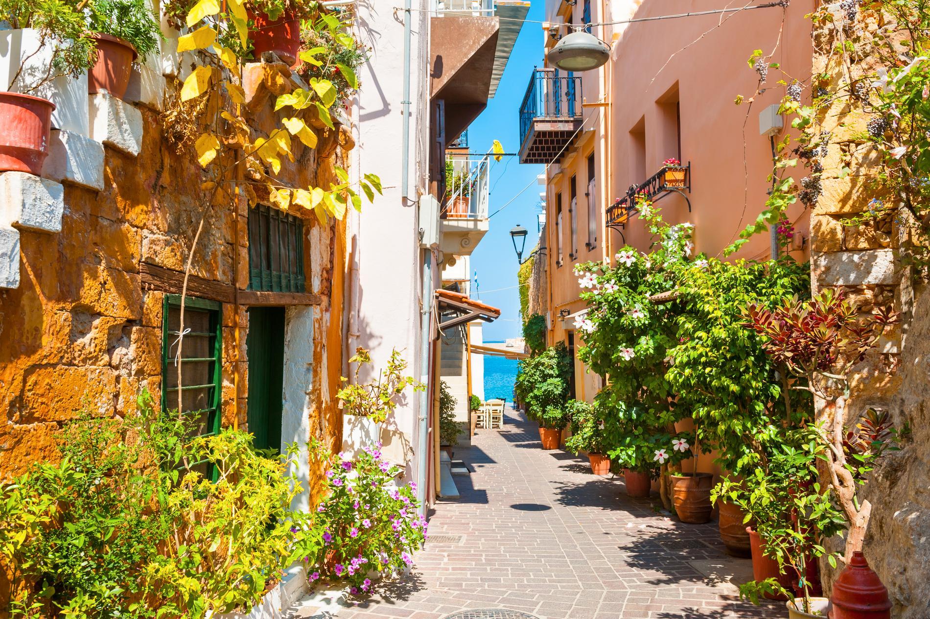 Resor till platser som Kreta går att hitta för under 2 000 kronor med boende.