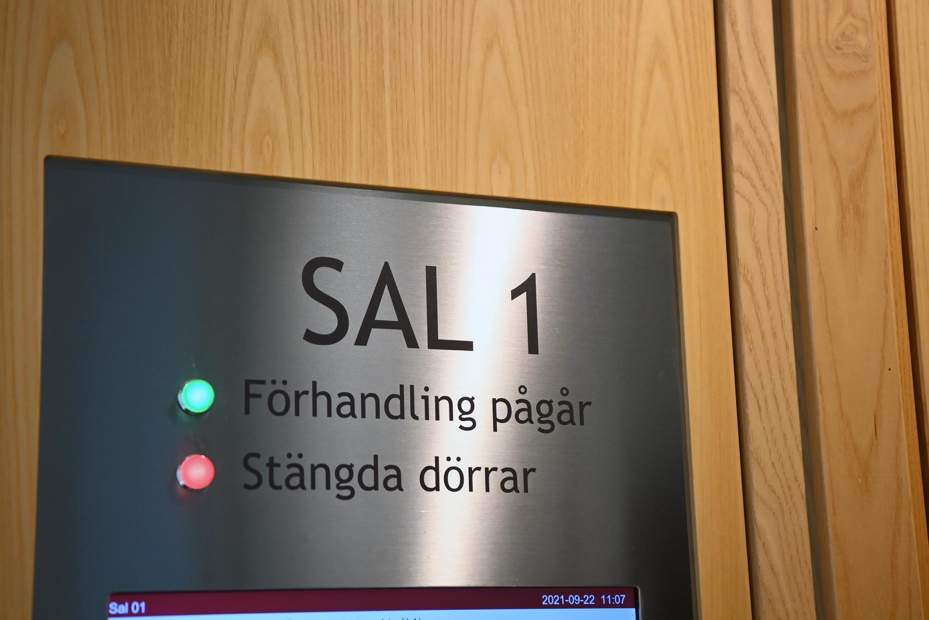 Häktningsförhandlingen hölls i Solna tingsrätt.
