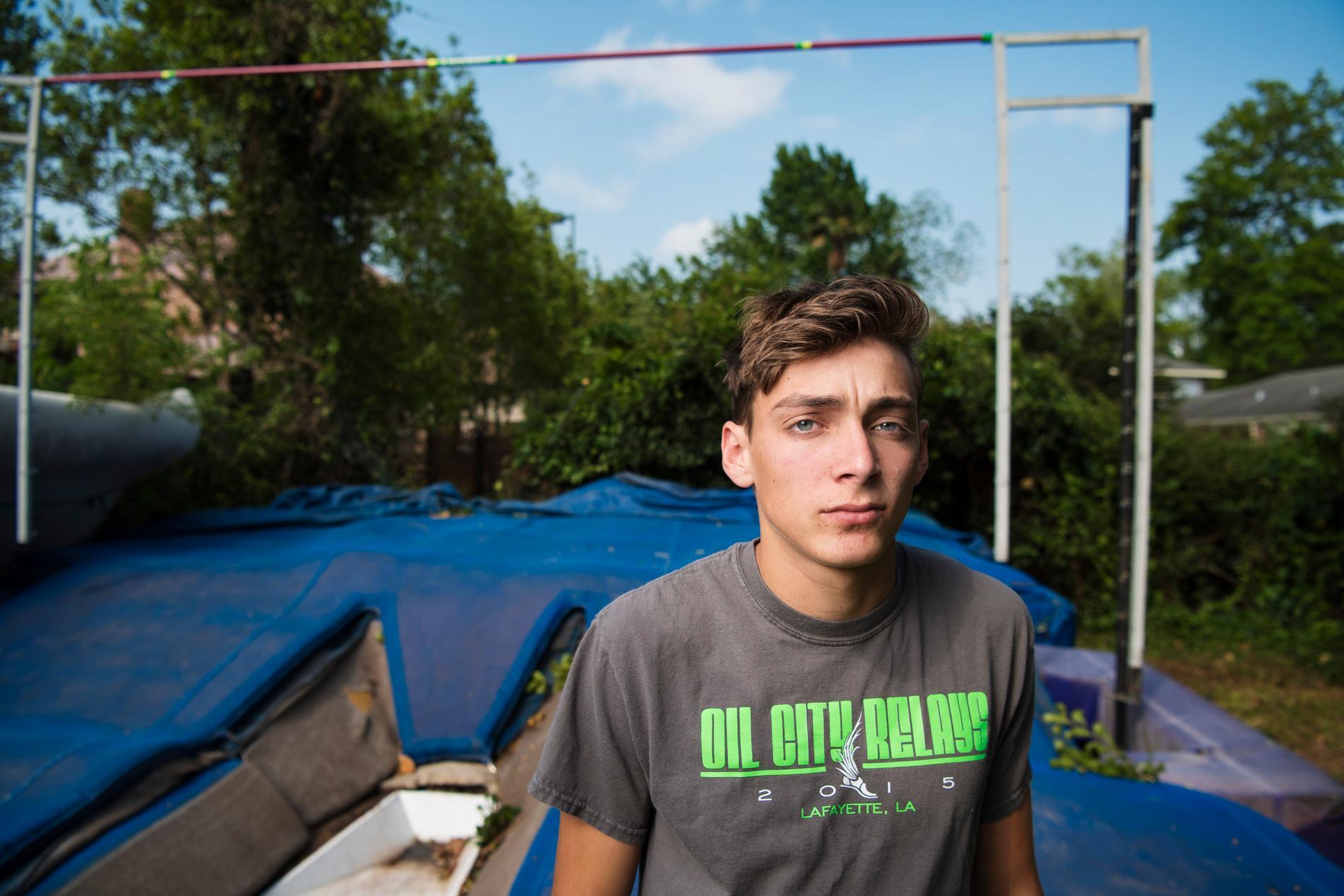 Armand Duplantis framför hoppmattan i föräldrahemmet i Lafayette, Louisiana.