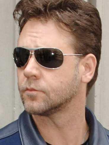 Russell Crowe har hoppat av en filmvisning i Vita huset - alldeles själv.