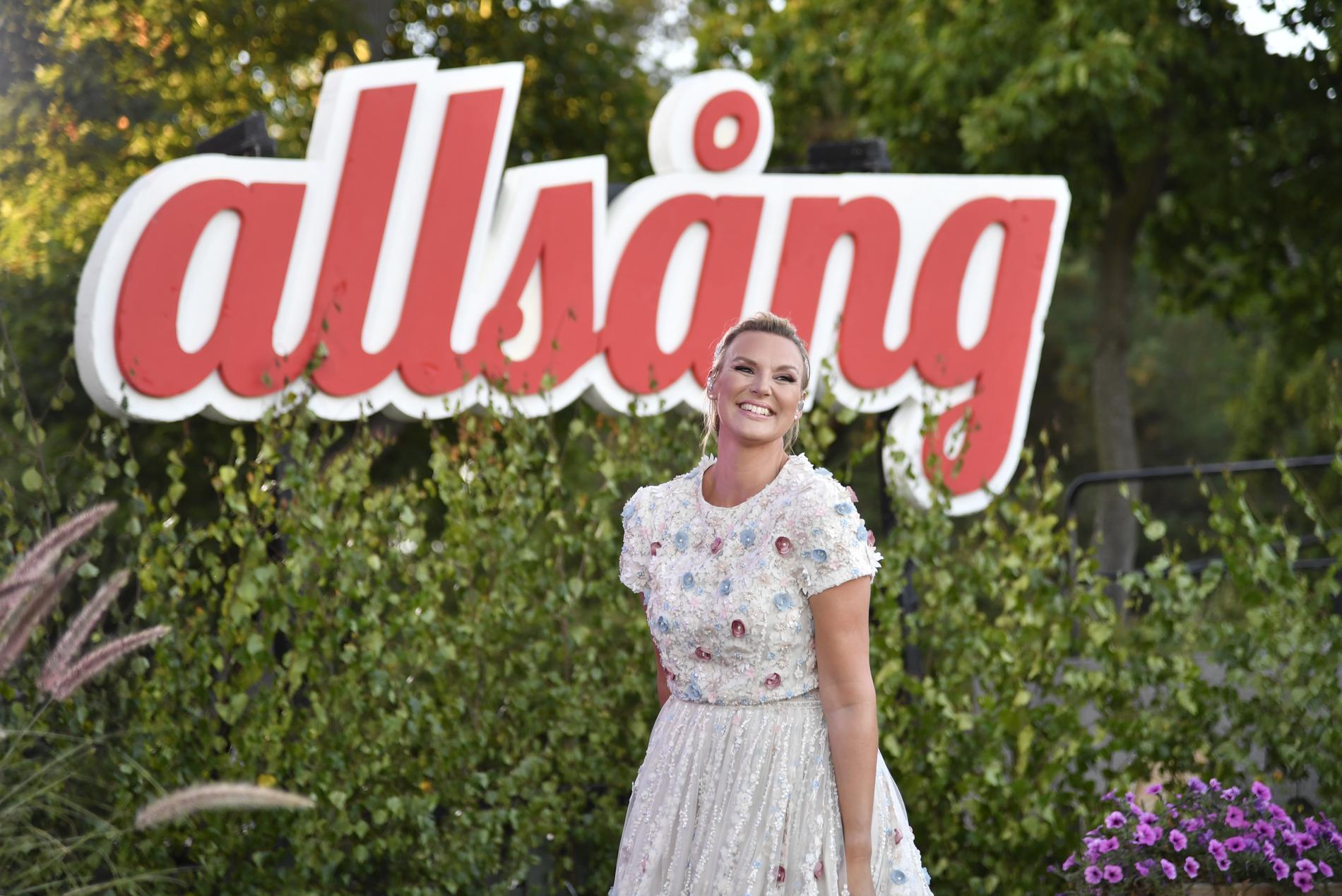 Sanna Nielsen leder Allsång på Skansen för sjätte året i rad.