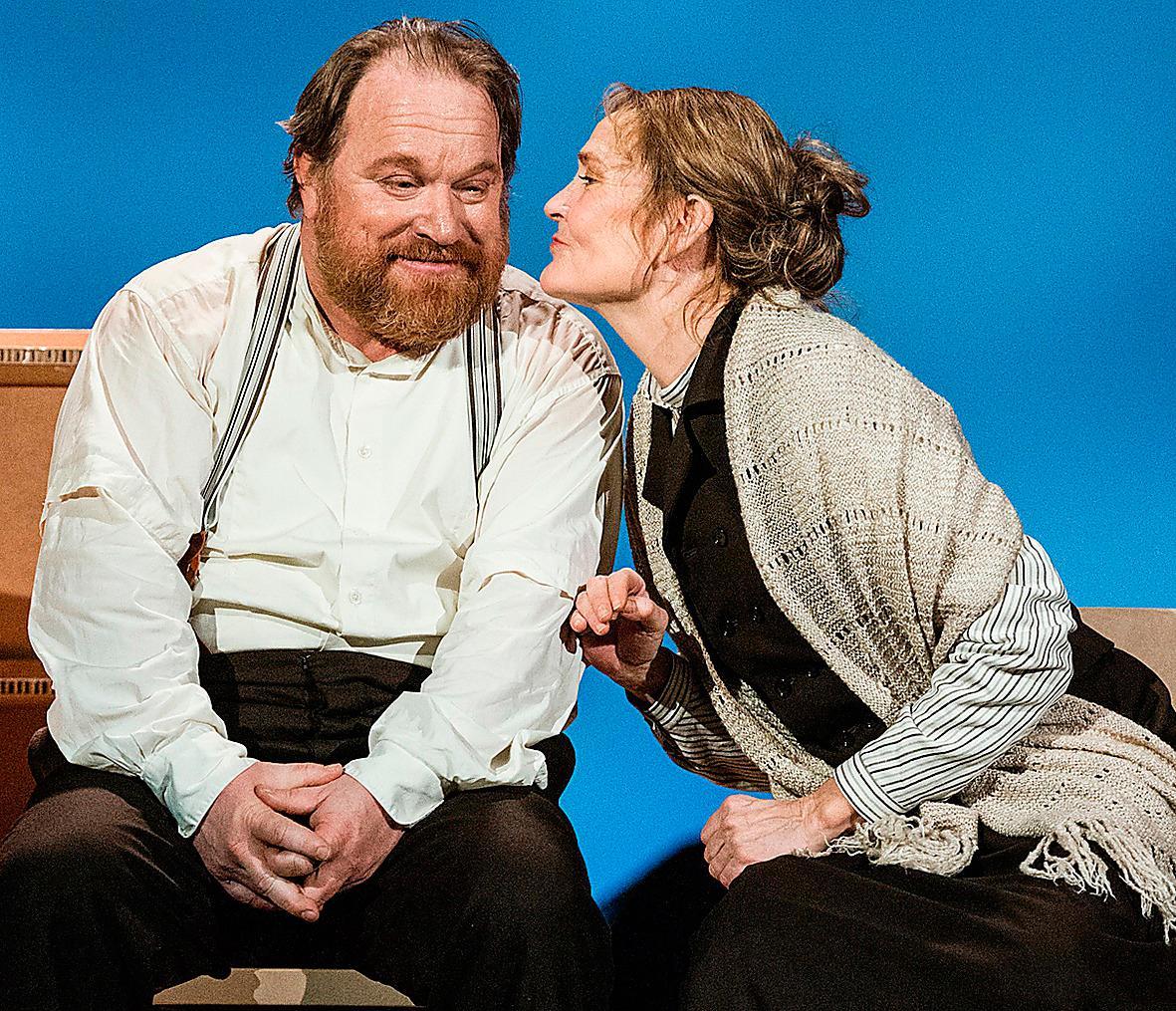"Claes Malmberg och Ann Petrén  i ""Hemsöborna"" på Stockholms stadsteater."