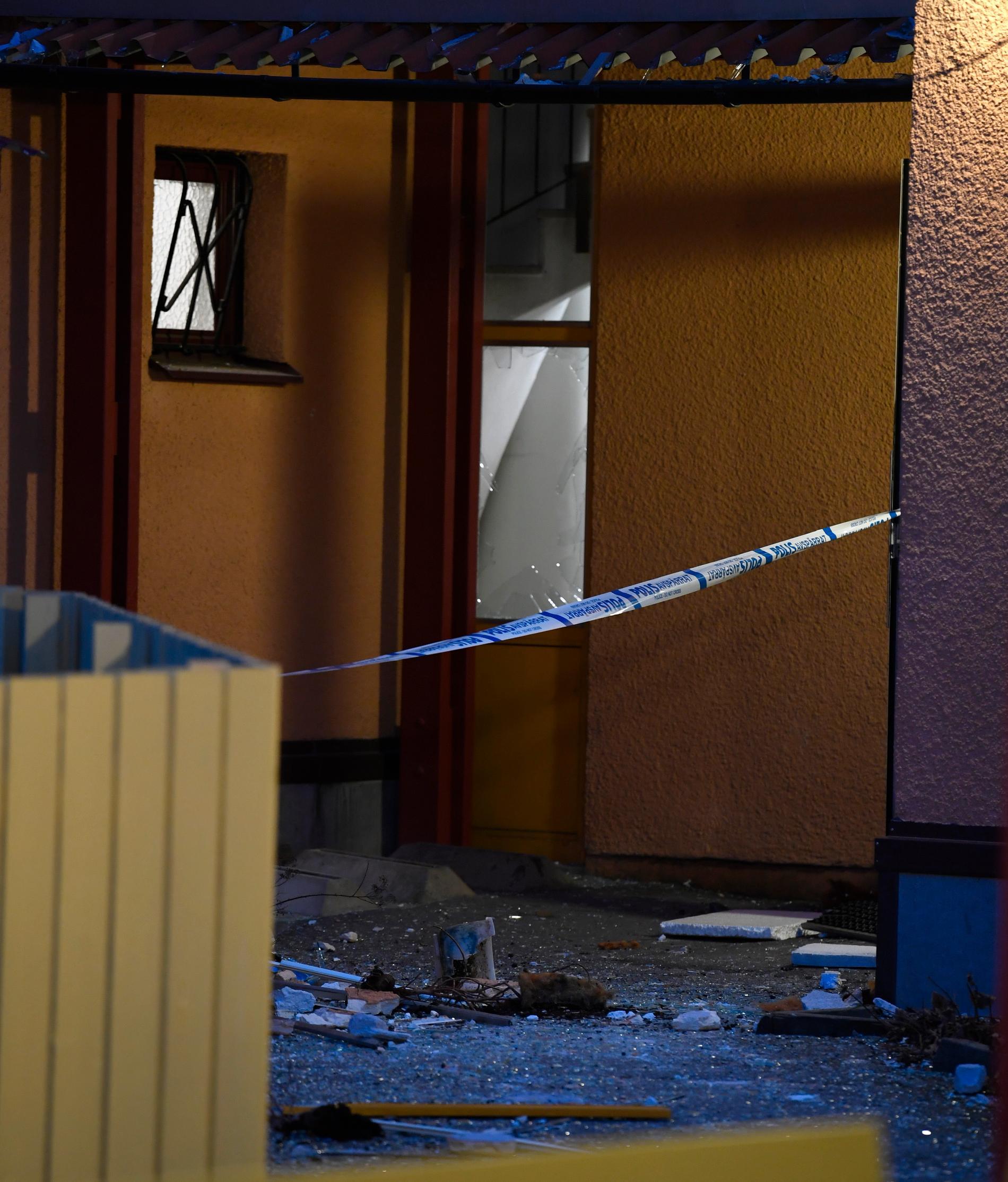 Förödelse efter detonationen i Husby.