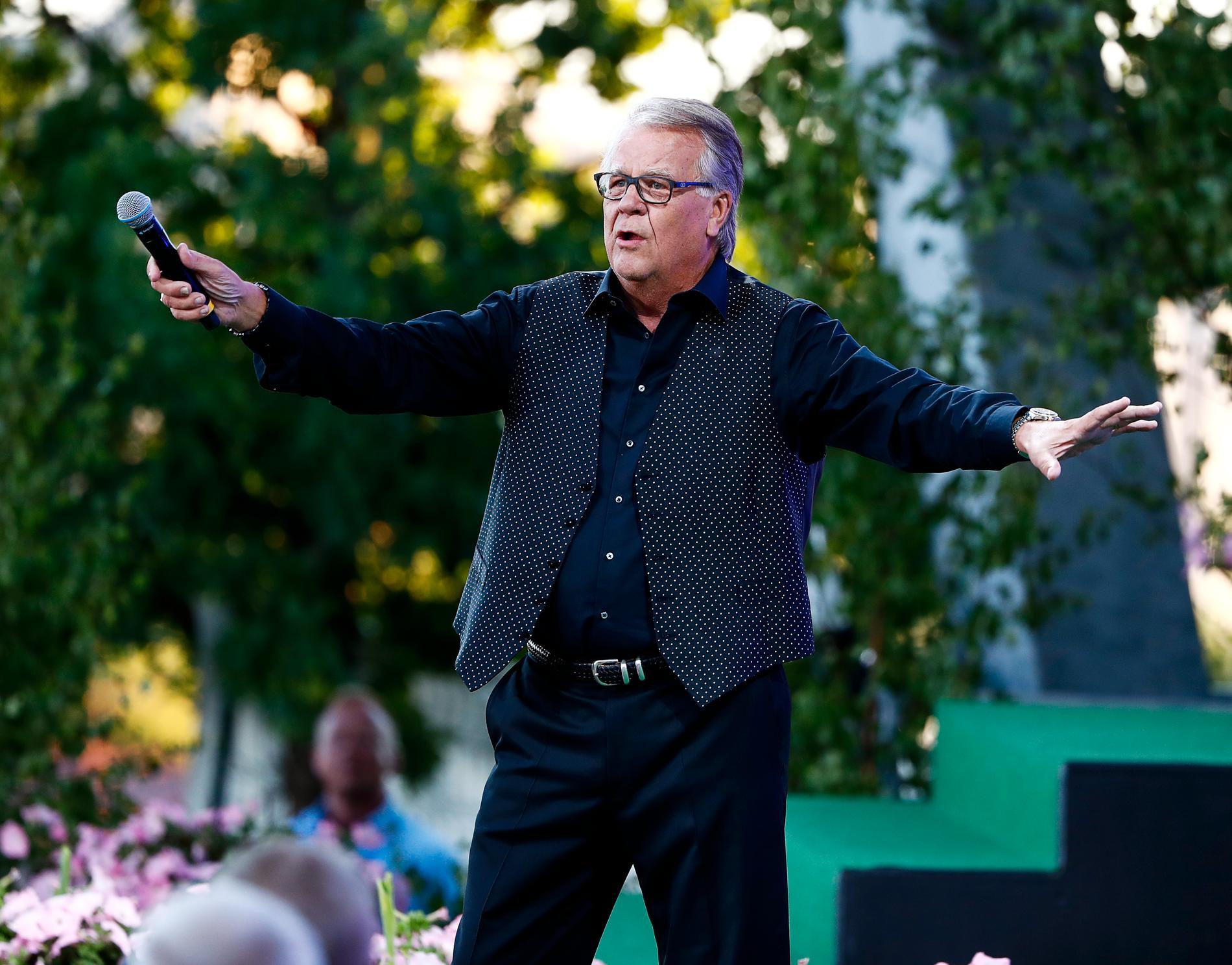 """Mellan åren 1994 och 2003 var Lasse Berghagen programledare för """"Allsång på skansen""""."""