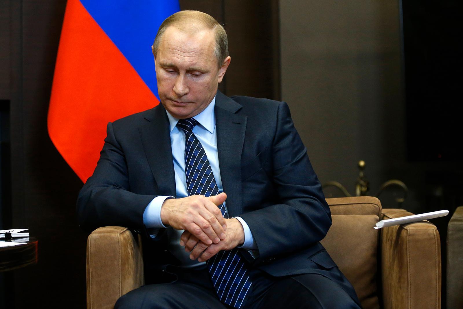 """Rysslands president Vladimir Putin kallade nerskjutningen av landets plan för """"En dolkstöt i ryggen av terroristernas medbrottslingar""""."""