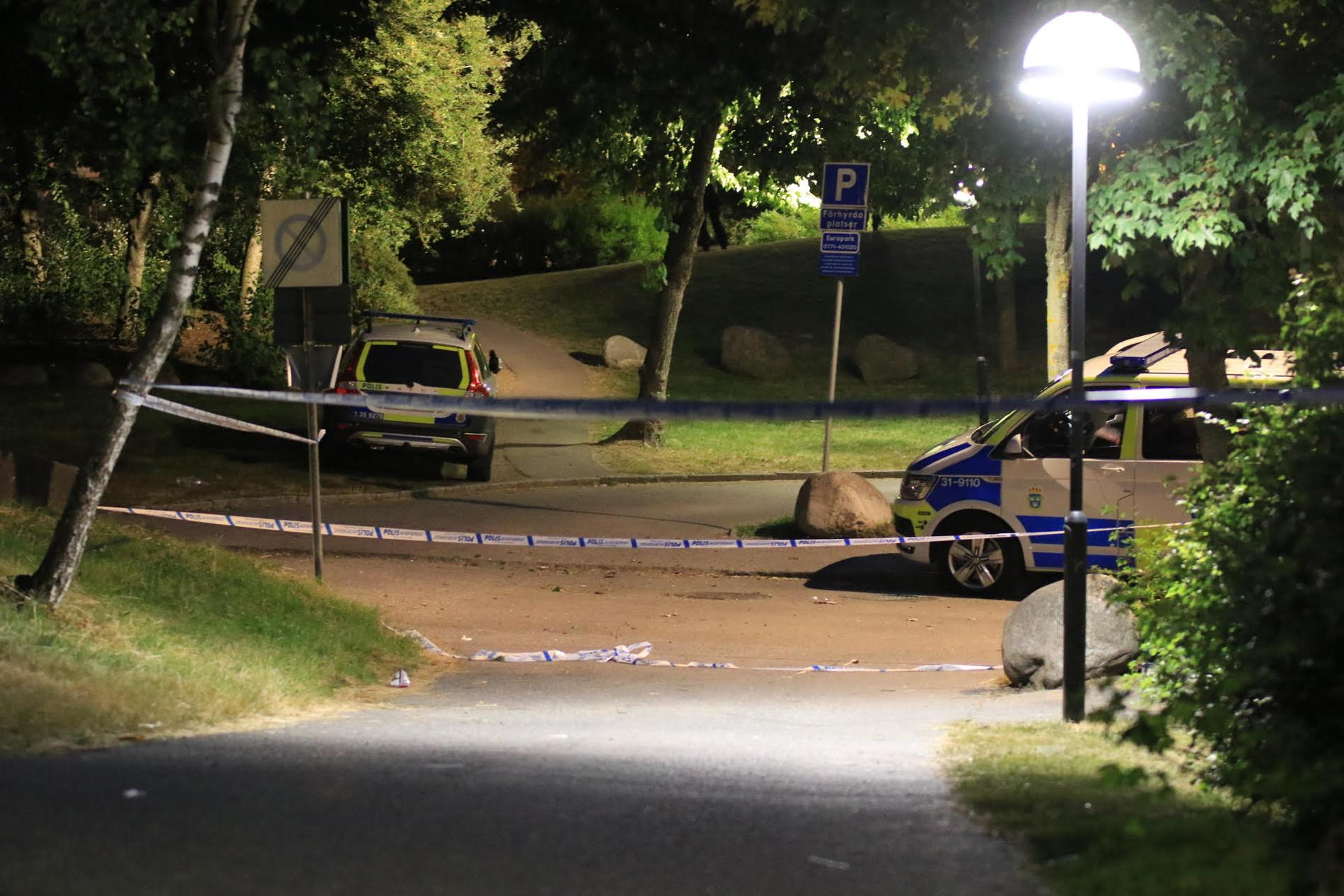En man har blivit ihjälskjuten i Rinkeby.