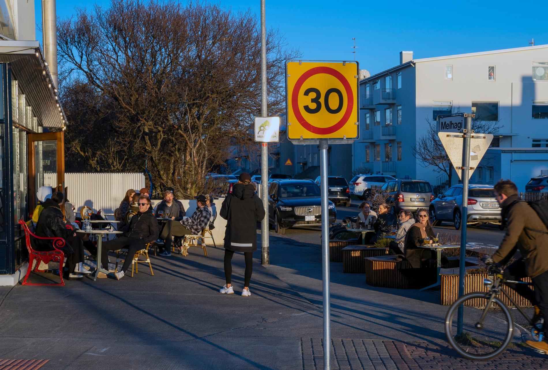 Restaurangerna i Island tvingas nu stänga klockan 23. Arkivbild.