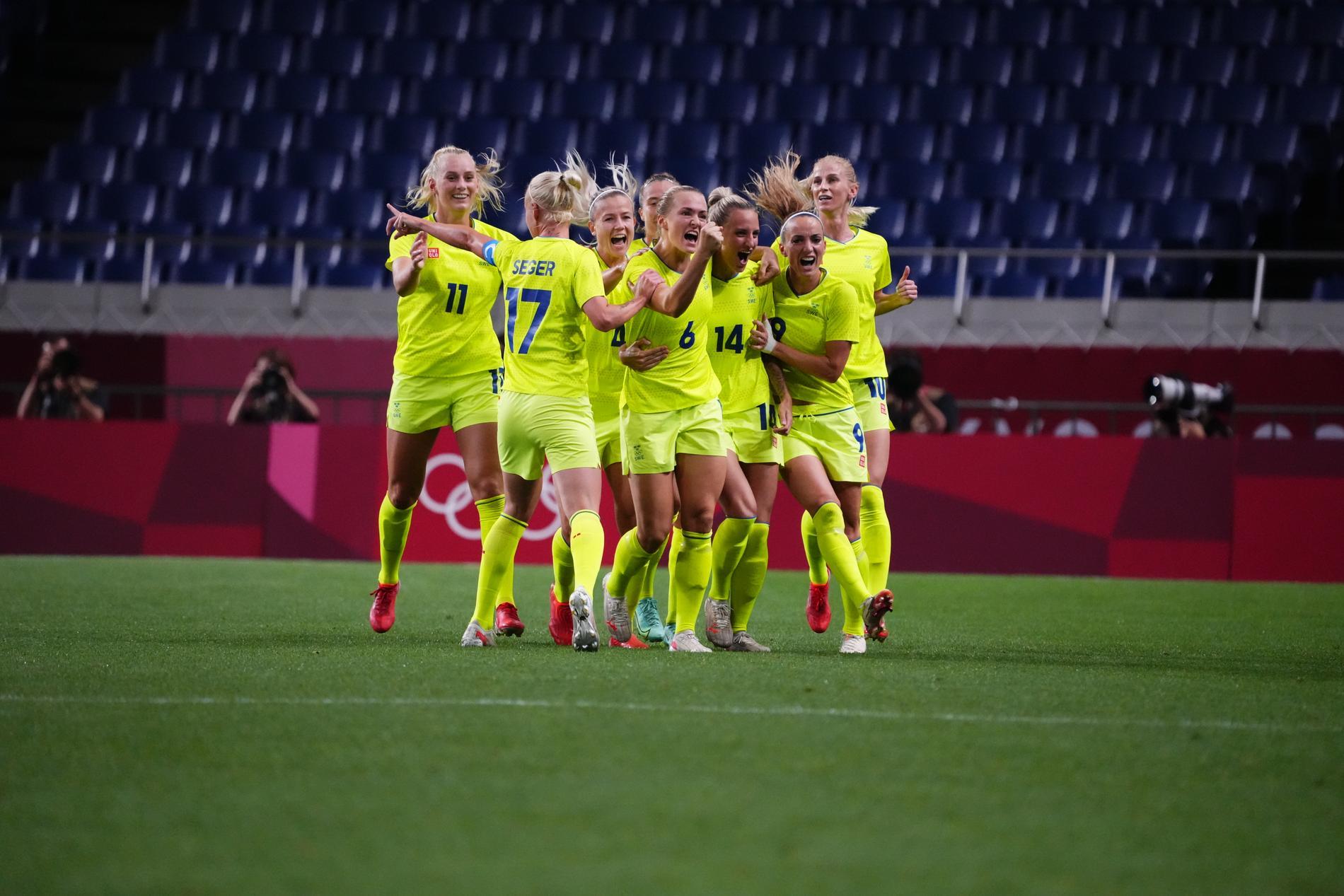 Magdalena Eriksson jublar efter 1–0-målet.