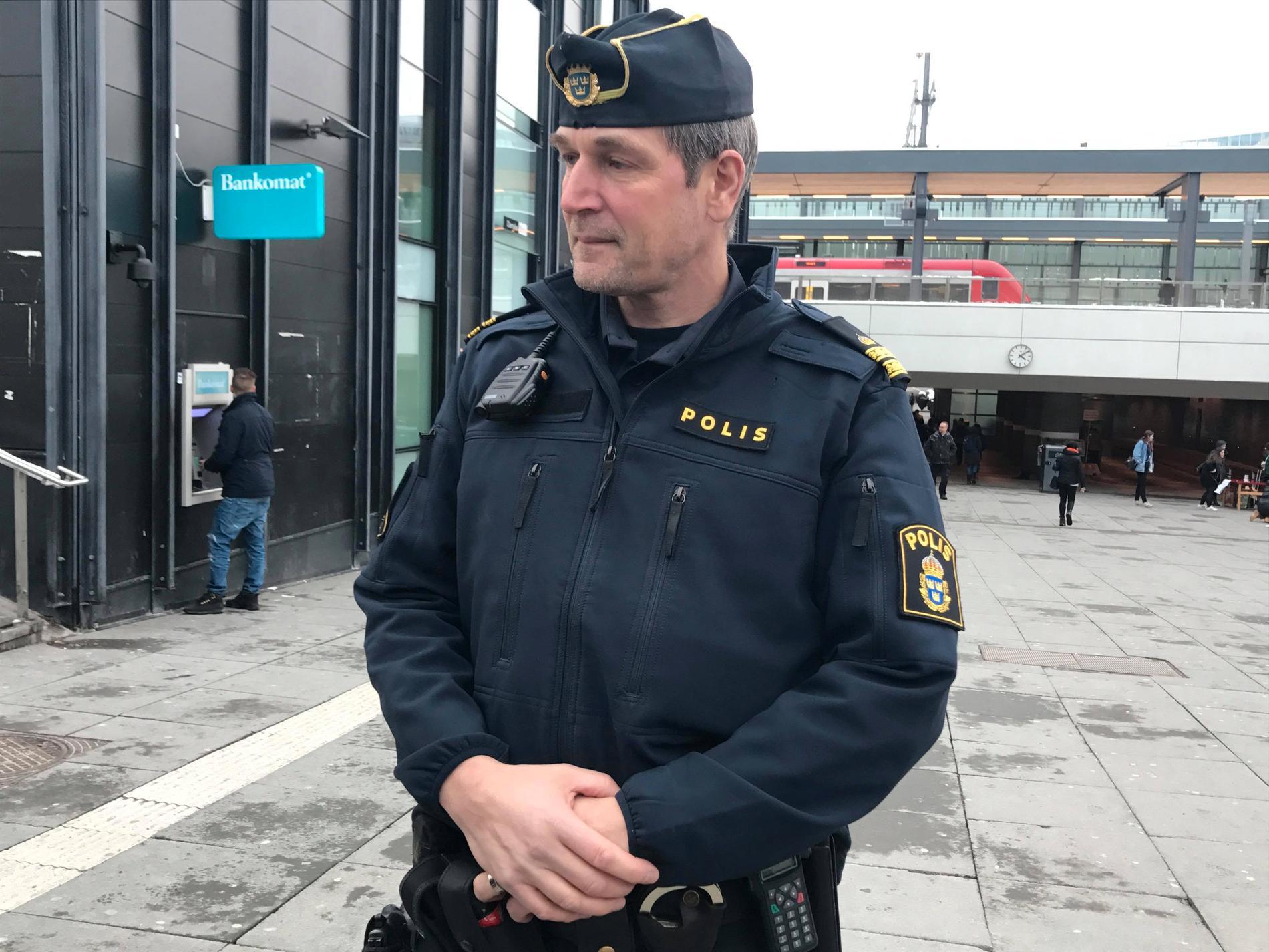 Kommissarie, och yttre befäl, Daniel Larsson.