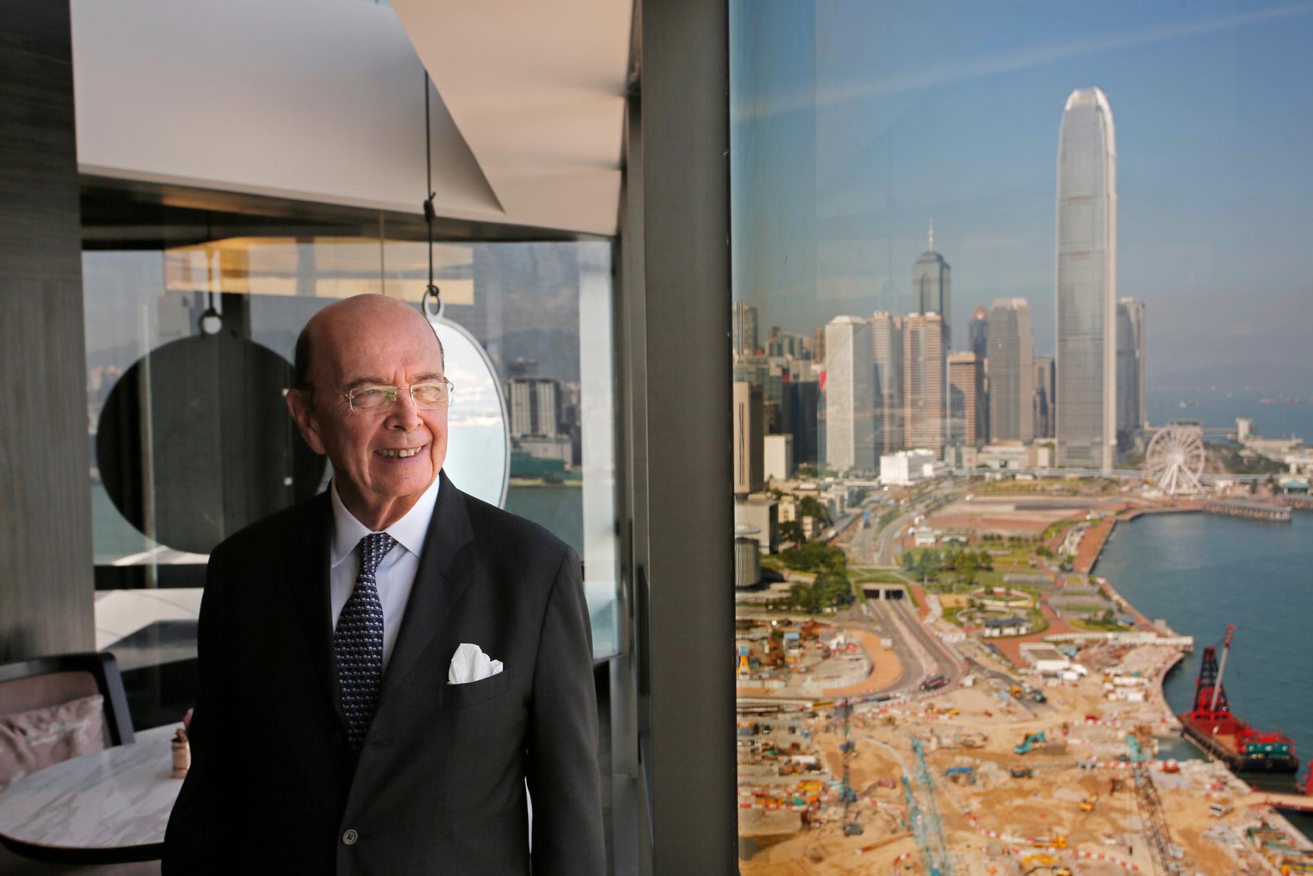 Kina har utfärdat sanktioner mot bland andra USA:s forne handelsminister Wilbur Ross, här på bild i Hongkong 2017.