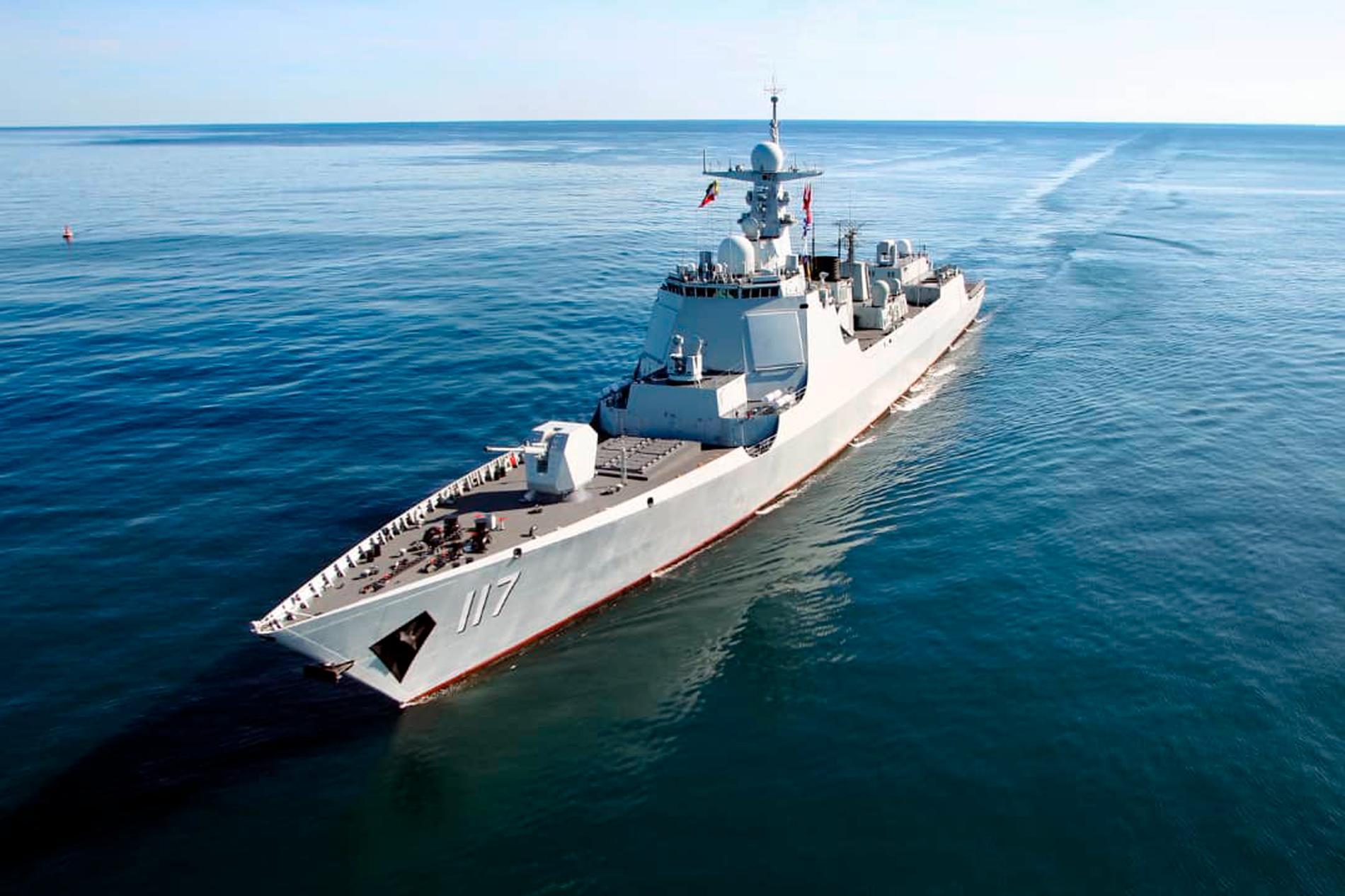 En olycka har fått dödlig utgång ombord på ett iranskt militärfartyg i Omanbukten. Arkivbild från tidigare iransk flottövning i Omanbukten. Fartyget på bilden har inget med olyckan att göra.