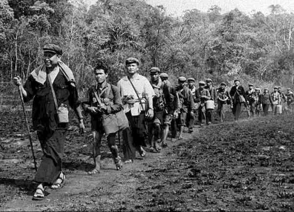 Pol Pot i spetsen för en grupp Röda khmerer i Kambodja 1979.