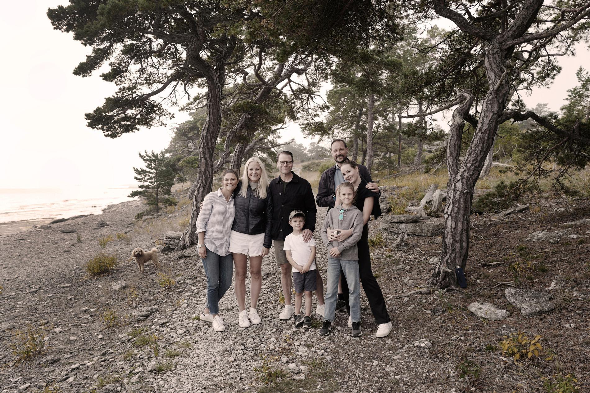 Svenska Kronprinsessfamiljen och norska Kronprinsfamiljen på Gotland.