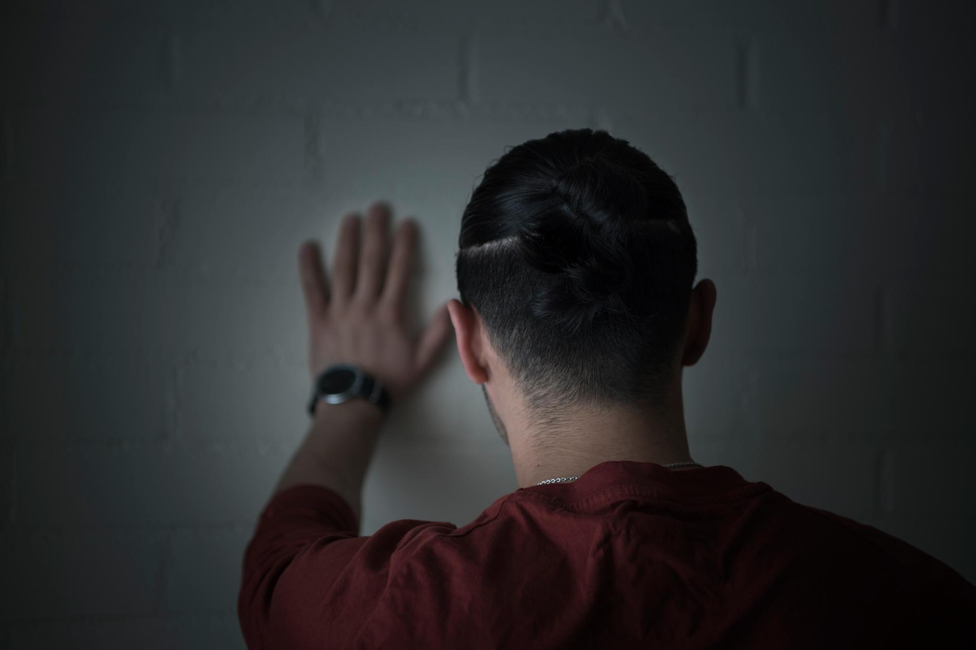 Vi ser i vår granskning att 91 av 112 dömda gärningsmän var antingen kriminellt belastade, lågutbildade, asylsökande eller hade andra problem, som arbetslöshet, drogmissbruk eller psykisk sjukdom.
