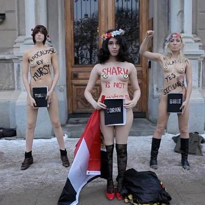 FEMEN utanför egyptiska ambassaden i Stockholm.