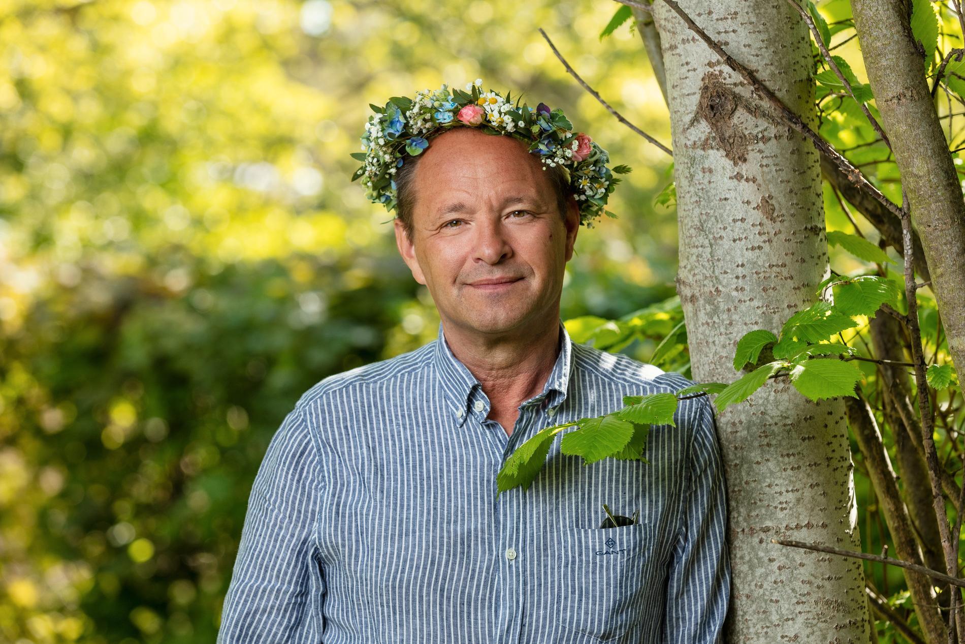 Björn Olsen, överläkare och professor i infektionssjukdomar, är inte bara en entusiastisk fågelskådare. Han är också en ihärdig kritiker av Folkhälsomyndigheten och den svenska strategin under coronapandemin.