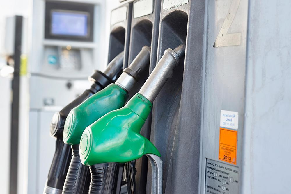 Miljöpartiet vill att bensin och diesel slutar säljas 2030.