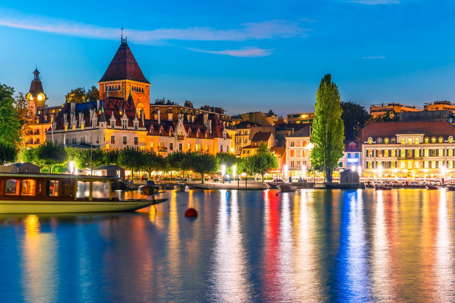 Lausanne är en stad med lite biltrafik och mycket kafeer och restauranger.