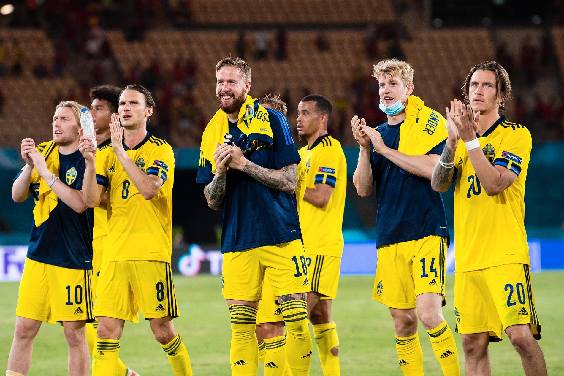 Sverige tackar publiken efter EM-premiären mot Spanien.