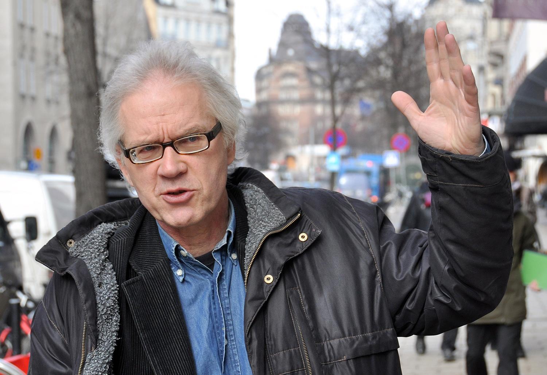 En konstnär – Lars Vilks och hans kollegor – måste kunna få skapa och röra sig fritt.