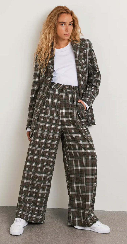 Kostym från Gina tricot.