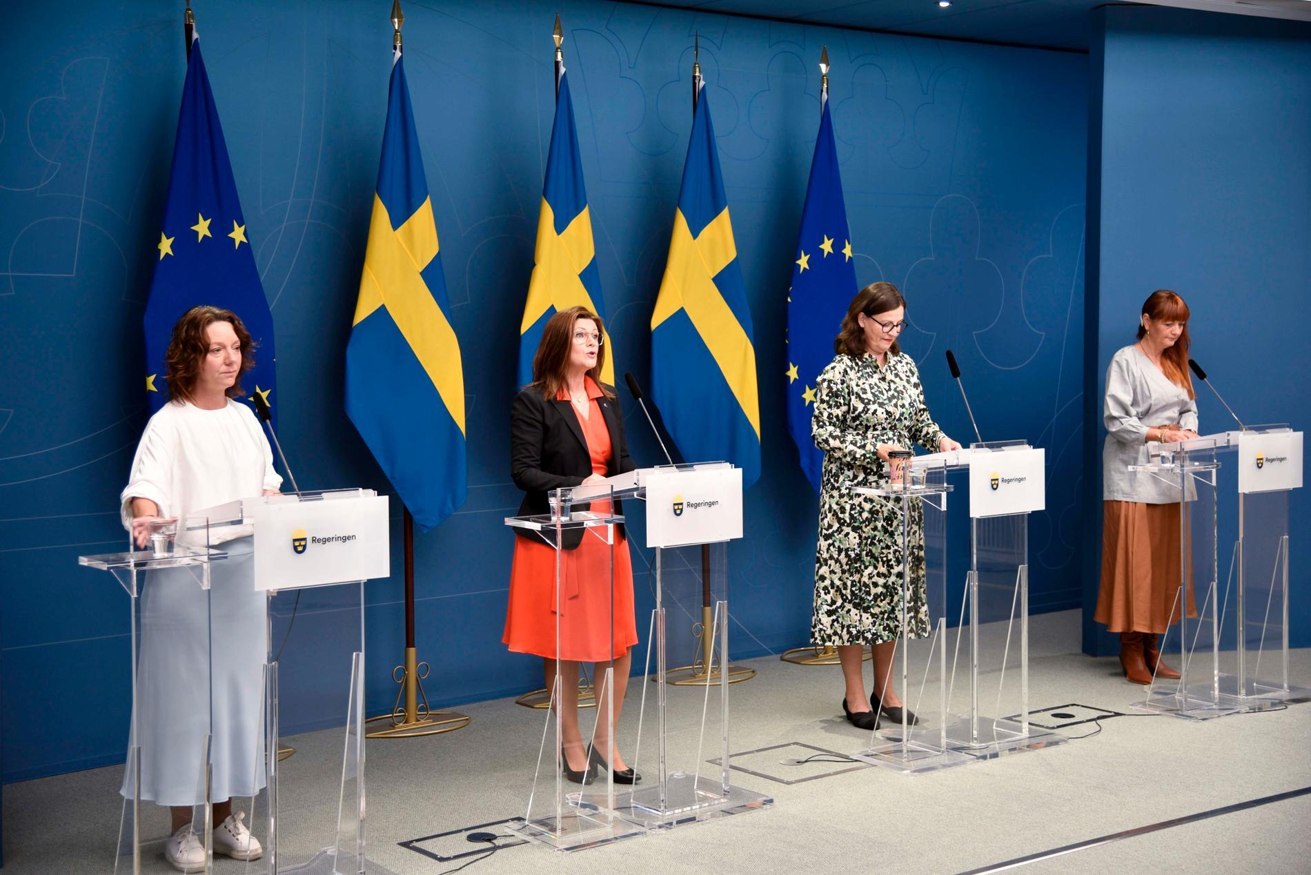 Matilda Ernkrans, Eva Nordmark, Anna Ekström och Marie Nilsson presenterar presenterar budgetens jobbsatsning.
