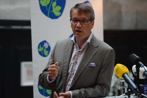 Göran Hägglund togs på sängen av Annie Lööfs inbjudan under hennes tal i Almedalen tidigare i veckan. Och han är tveksam idén.