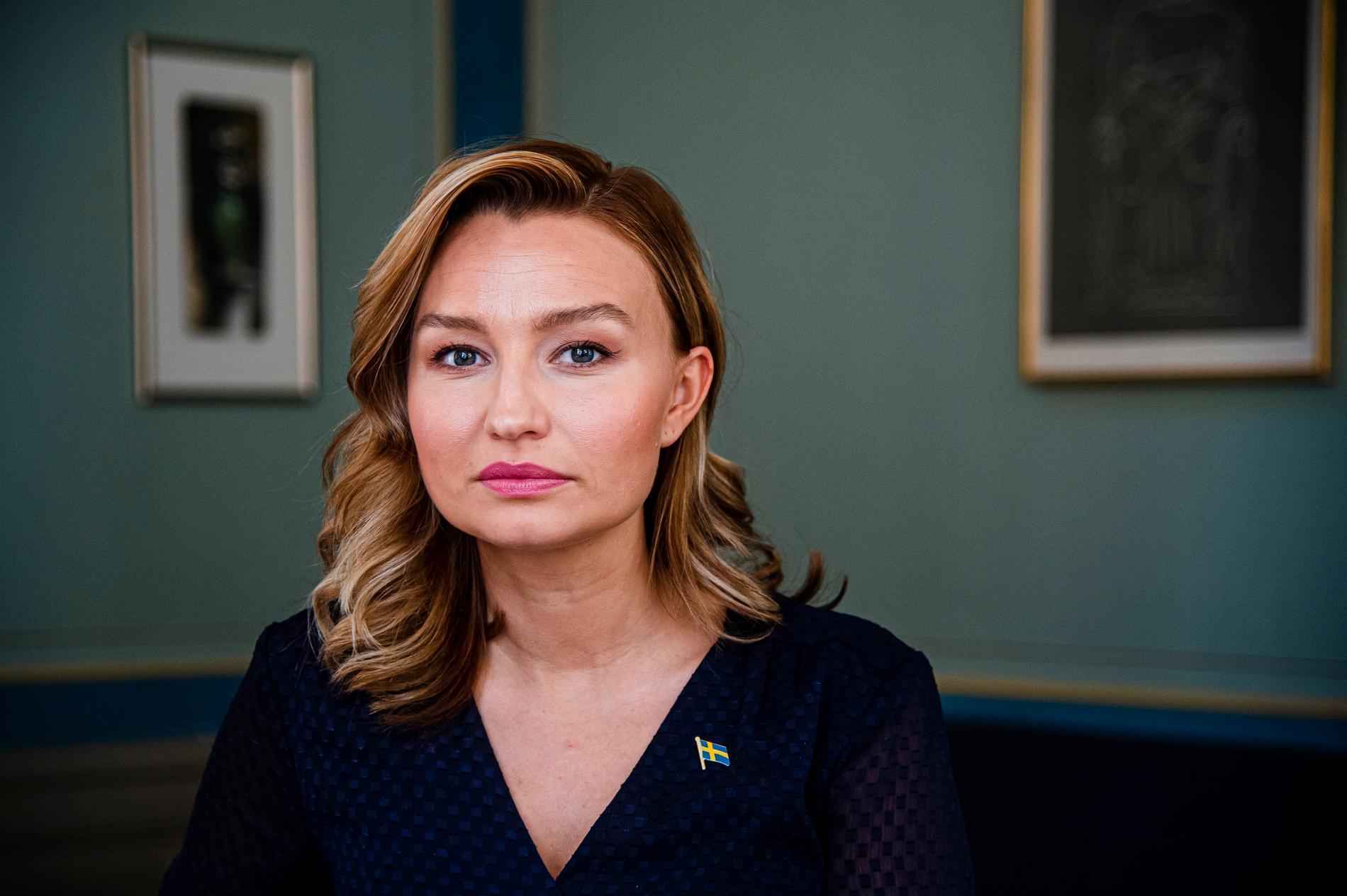 Ebba Busch (KD) menar att det är mycket samtal men få konkreta förslag från statsminister Stefan Löfven.