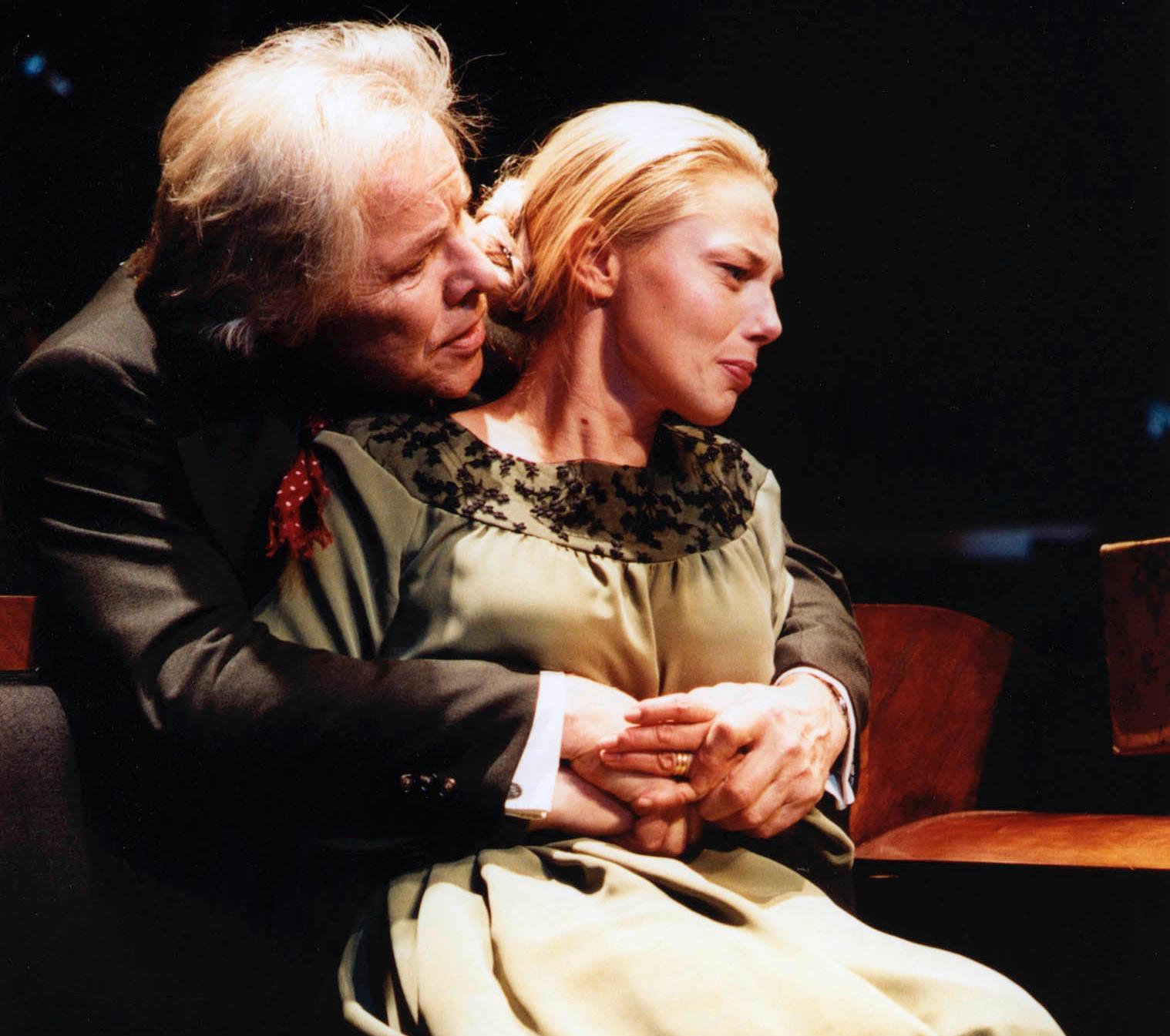 """Sven Wollter och Helena Bergström i """"Ett dockhus"""" på Stockholms stadsteater 2002."""