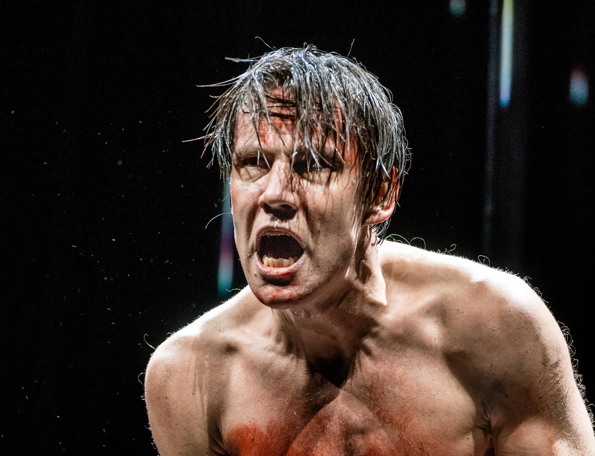 Erik Ehn som Peer Gynt på Dramaten.