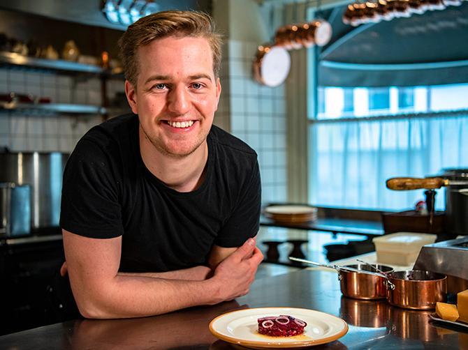 SPÄCKAT PROGRAM Gustav Leonhardt kommer jobba deltid på restaurangen Agrikultur efter Årets kock-vinsten. Vid sidan av ska han bland annat ta fram ett nytt öl och laga mat åt kungen.