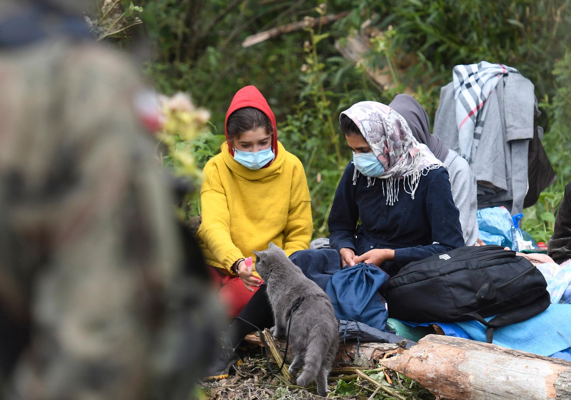 I två veckor har de 32 afghanska flyktingarna varit i limbo - nu har deras situation blivit en politisk fråga på EU-nivå.