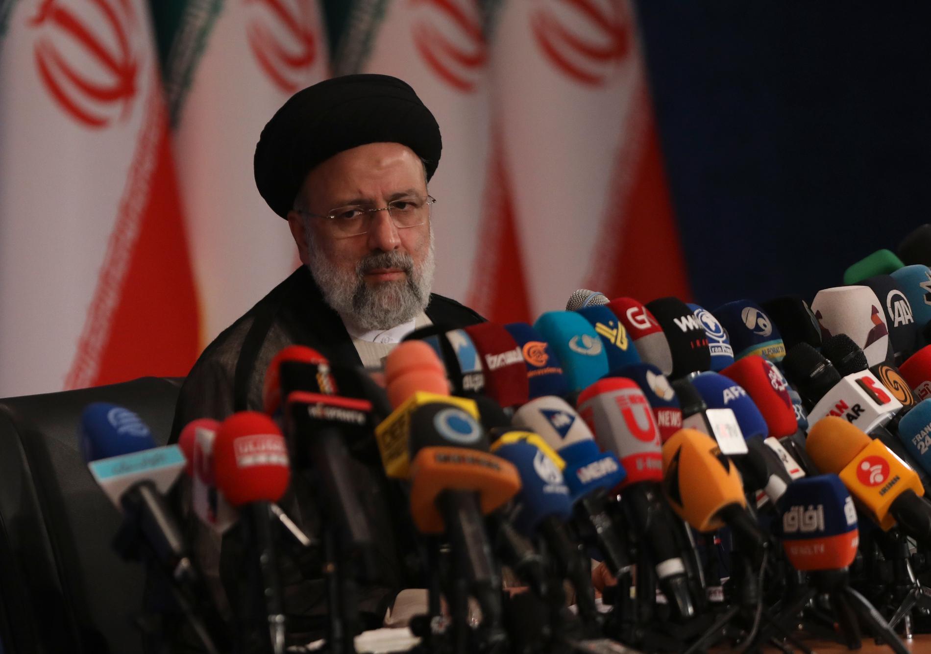 Tillträdande presidenten Ebrahim Raisi pekas ut som en av totalt fyra domare som suttit i den så kallade dödskommittén.