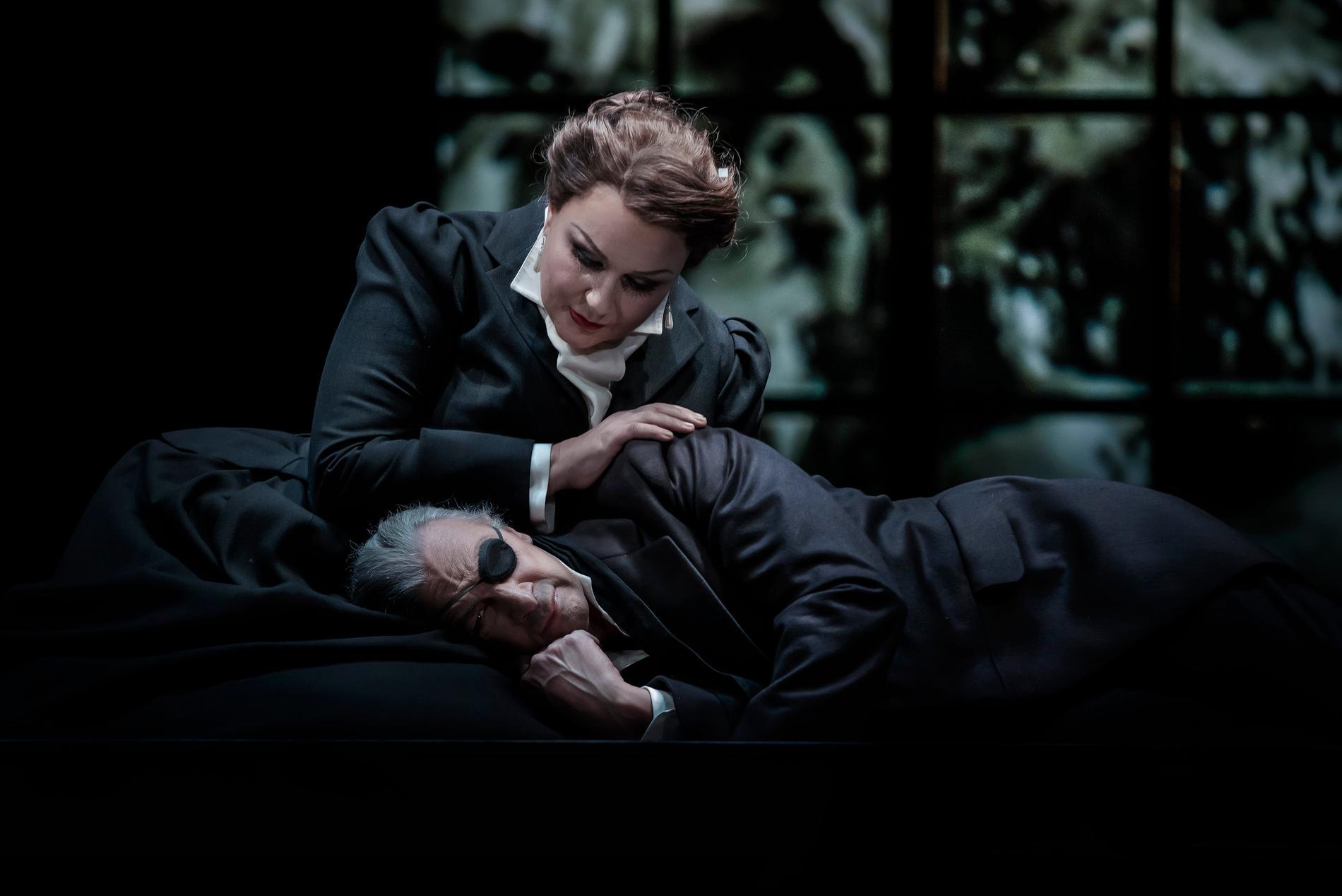"""Iréne Theorin och Greer Grimsley i """"Valkyrian"""" på Kungliga Operan i Stockholm."""