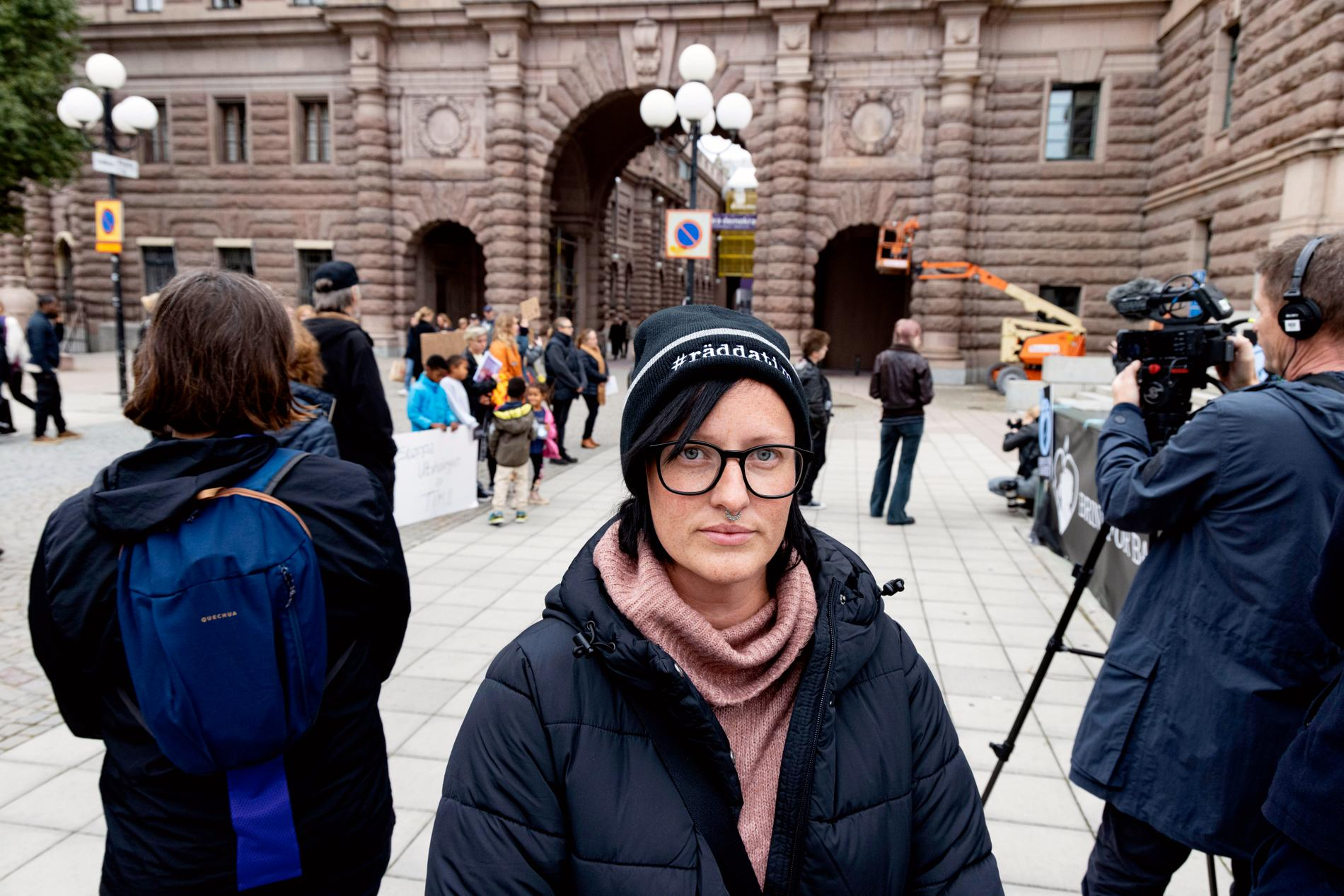 Sandra på plats vid demonstrationen på Mynttorget.
