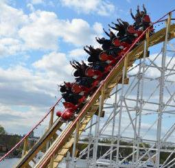 Twister är en populär berg- och dalbana byggd i trä.