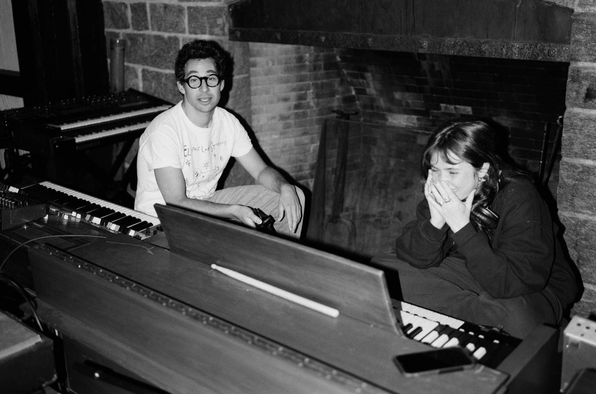 Clairo gör musik med ena foten i de bortglömda skivbackarnas 70-tal och den andra i ett lekfullt nu.