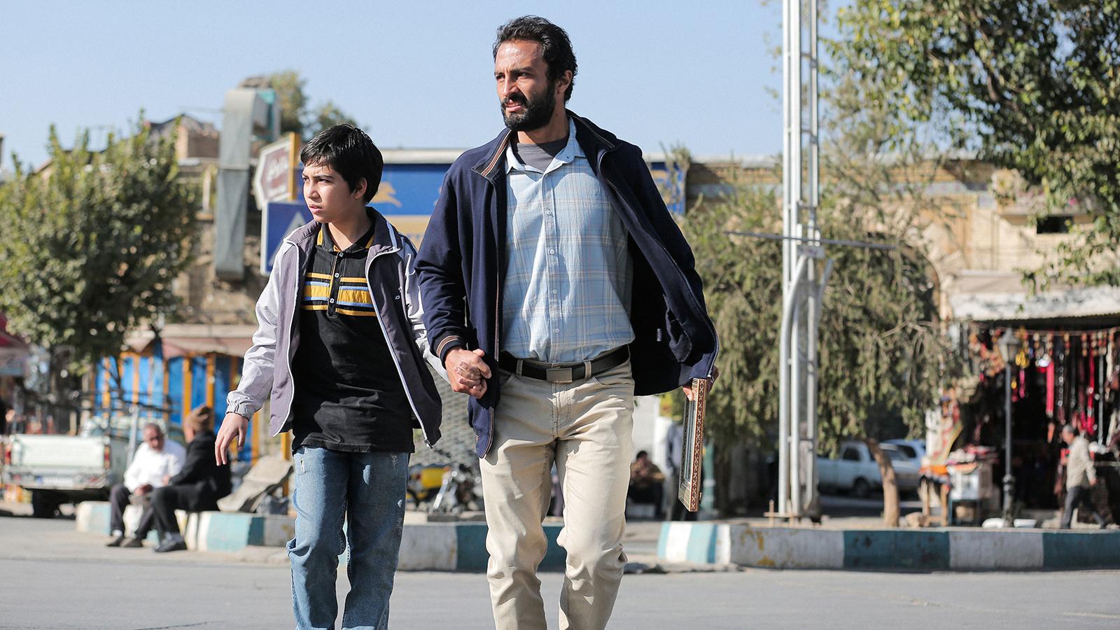 """Amir Jadidi (till höger) i filmen """"A hero""""."""