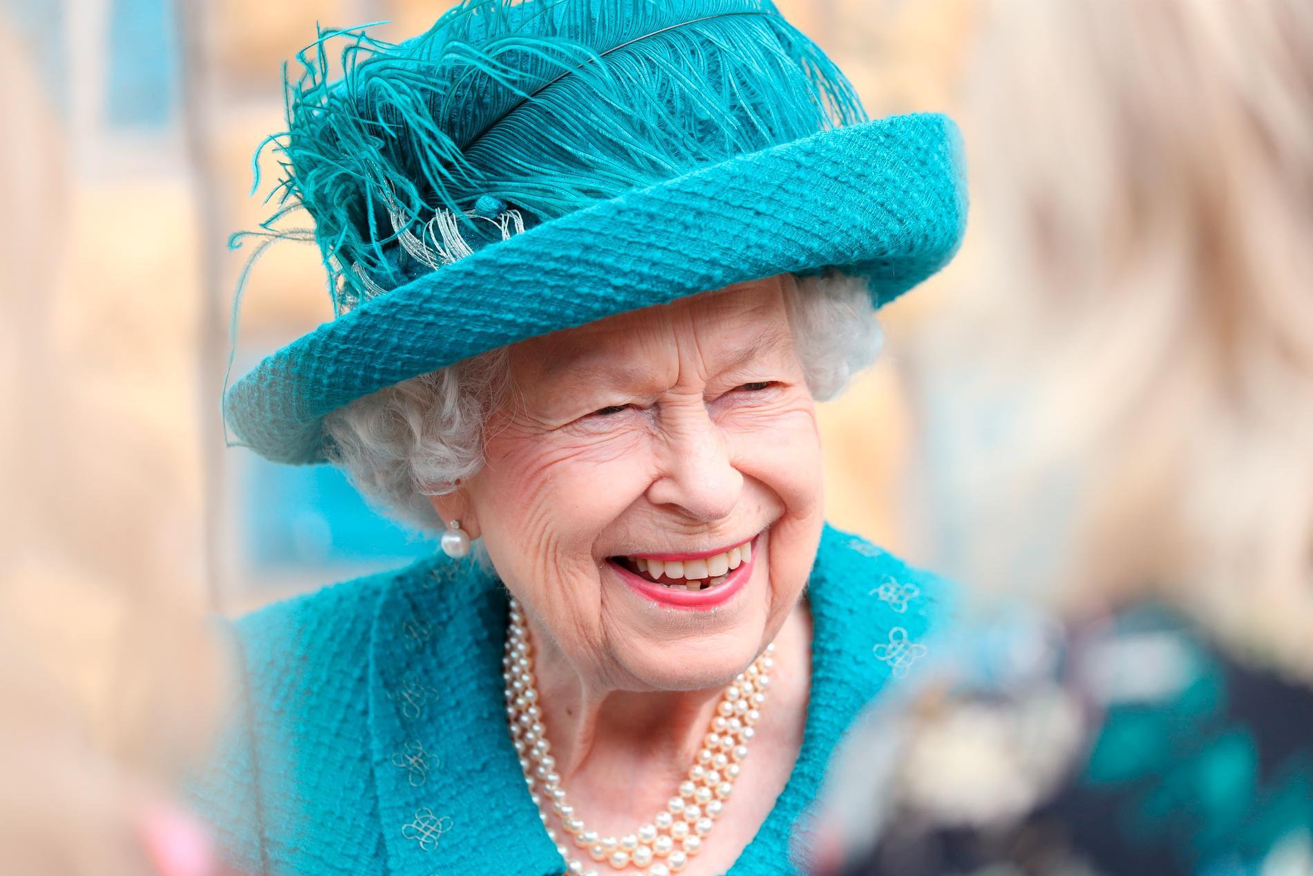 Drottning Elizabeth II under ett besök i Manchester i juli.