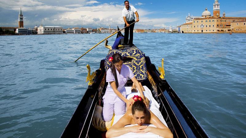 Det är ingen dålig utsikt du bjuds på under massagen i Venedig.
