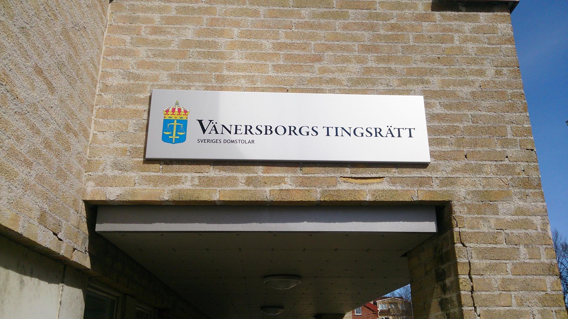 En 75-årig kvinna åtalas vid Vänersborgs tingsrätt för hets mot folkgrupp på Facebook. Arkivbild.